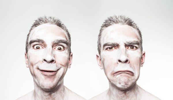 Usuário feliz e usuário triste - UX Design